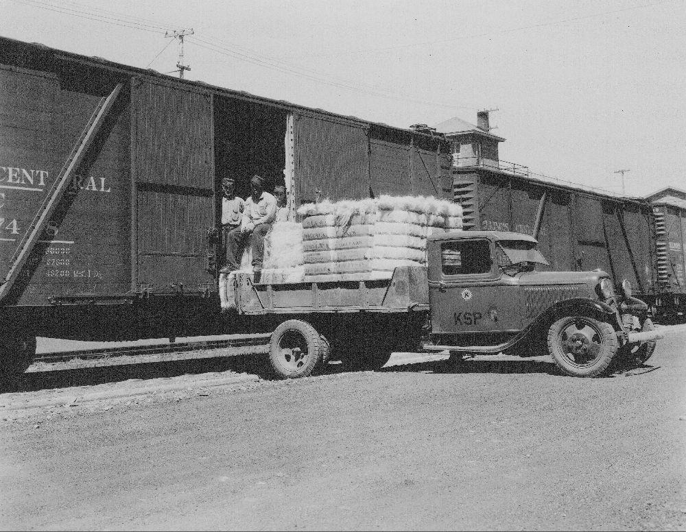 Unloading train car