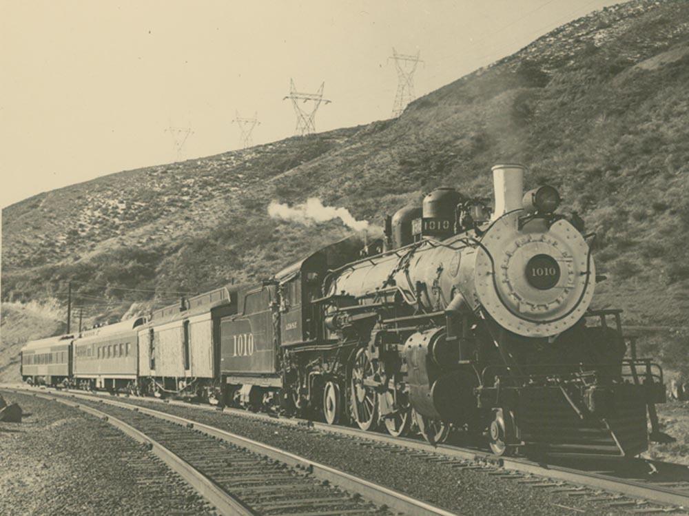 Steam-powered locomotive engine