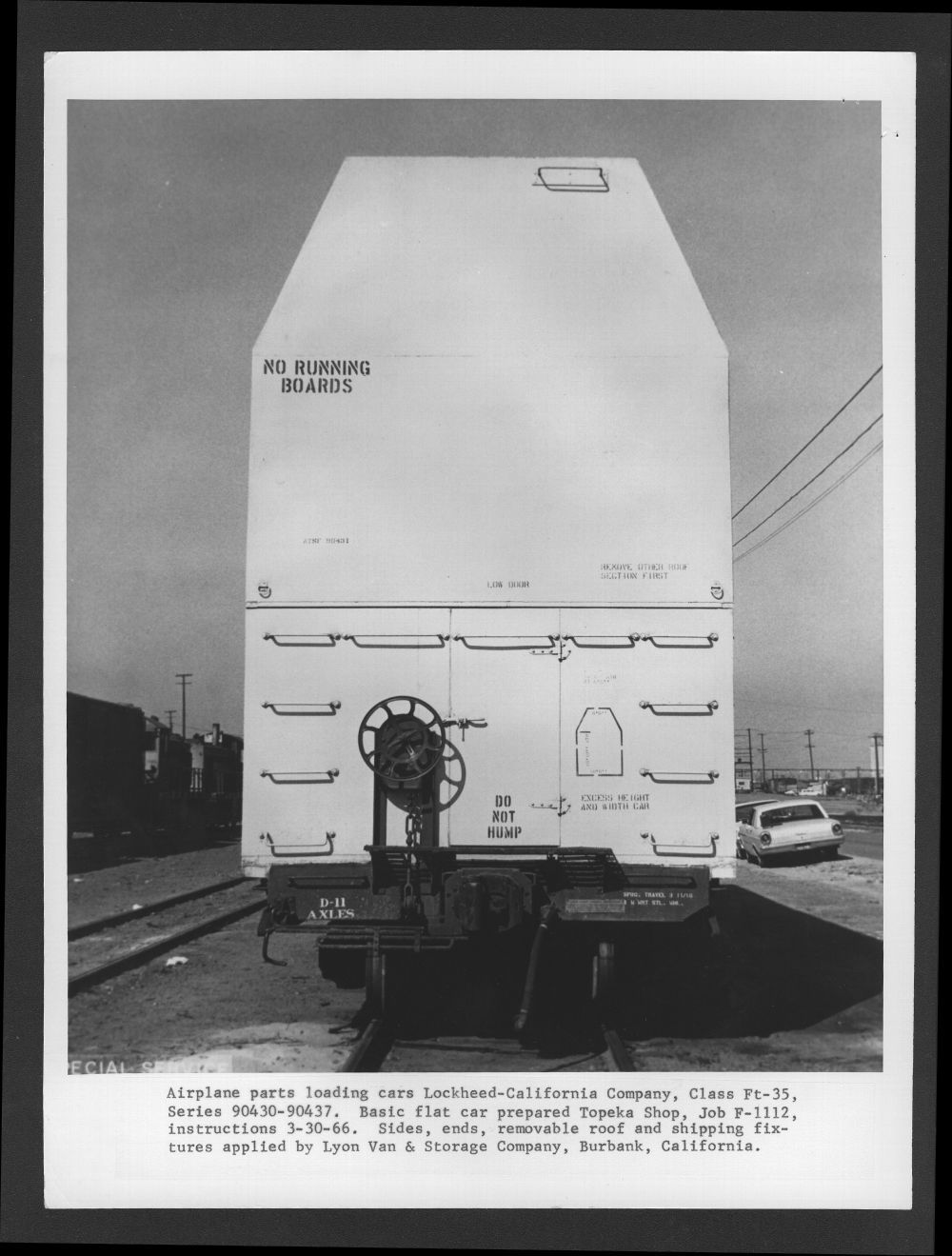 Atchison, Topeka & Santa Fe Railway  car built to carry airplane parts