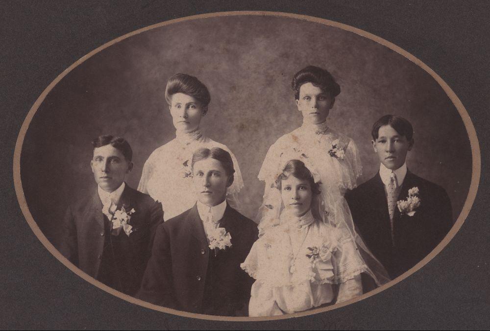 John Henry Blumenthall and Marie Alvina Schmedemann Blumenthall with their wedding party