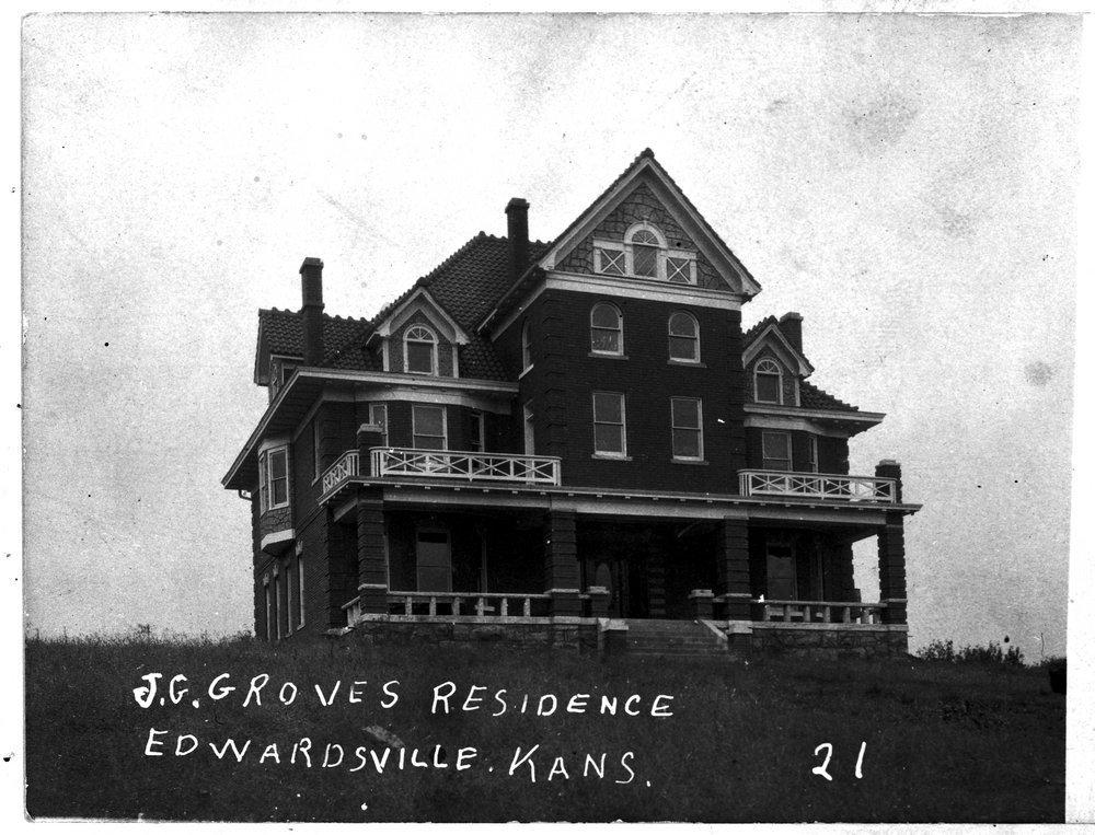Junius G. Groves residence, Edwardsville, Kansas