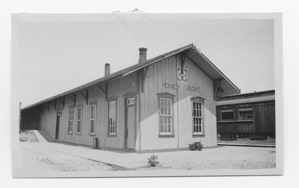 Gulf Colorado & Santa Fe Railway Company depot, Honey Grove, Texas