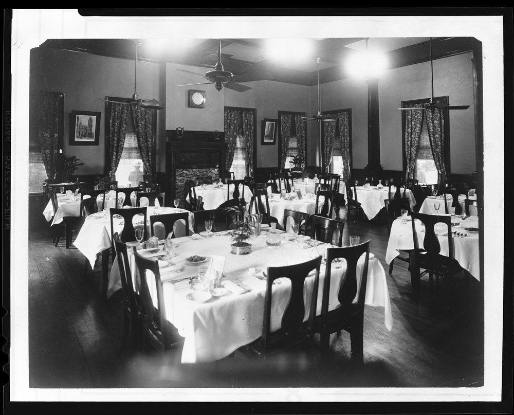 Atchison, Topeka & Santa Fe Railway Company's Fred Harvey dining room, Topeka, Kansas
