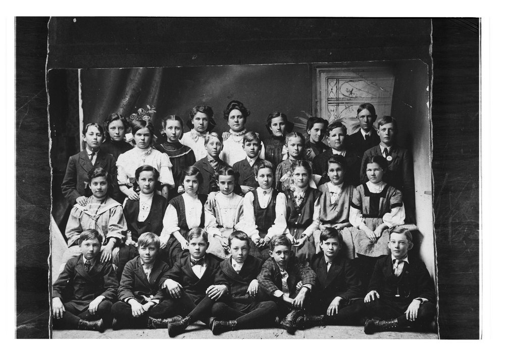 Seventh and eighth grade class from Cheney, Kansas