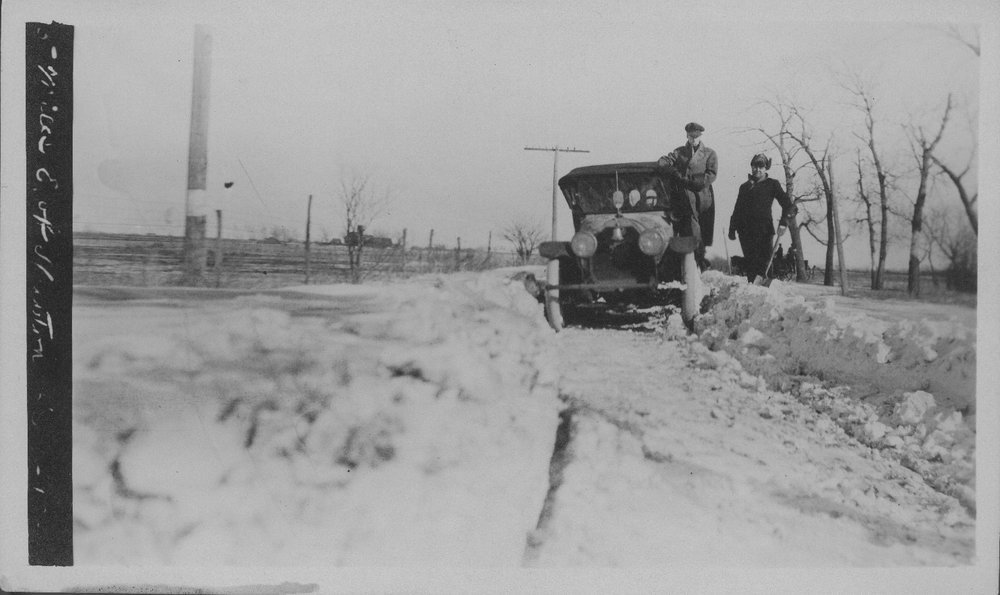 Automobile in Snow - 4