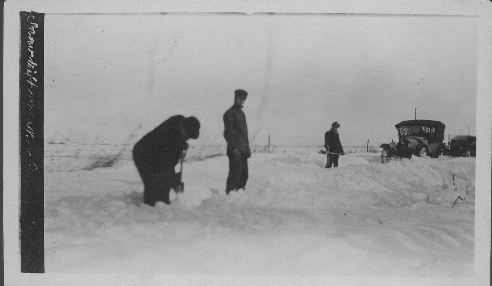 Automobile in Snow - 2