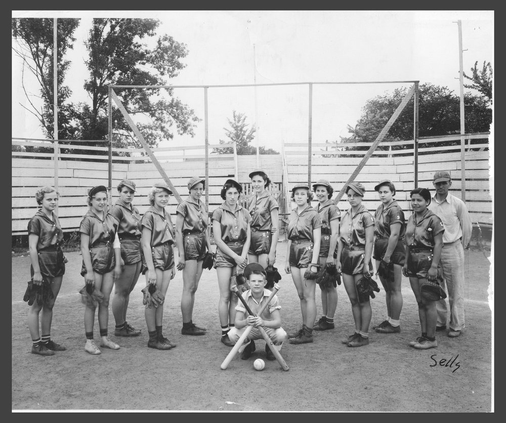 Ed Marling's Sunflower Girls softball team, Topeka, Kansas
