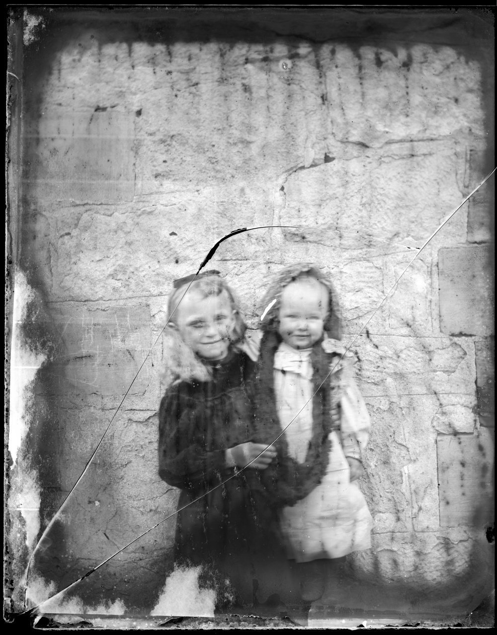 Hilda and Elsie Pratt