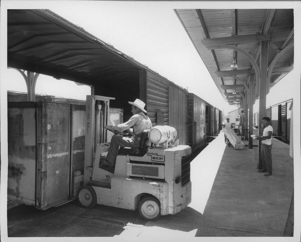 Atchison, Topeka & Santa Fe Railway Company freight house, Lubbock, Texas - 3