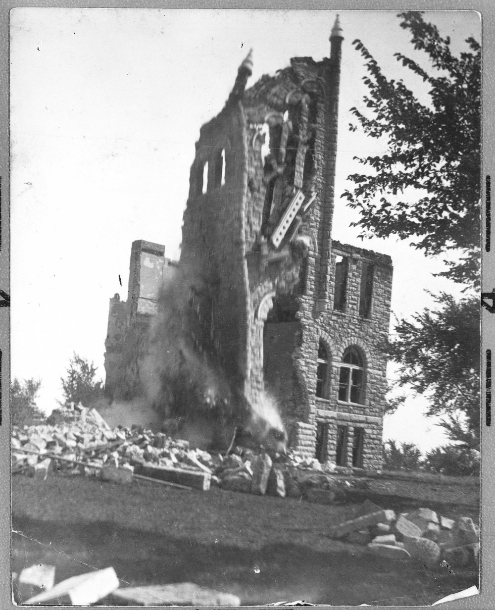 Partial destruction of the administration building of Ottawa University