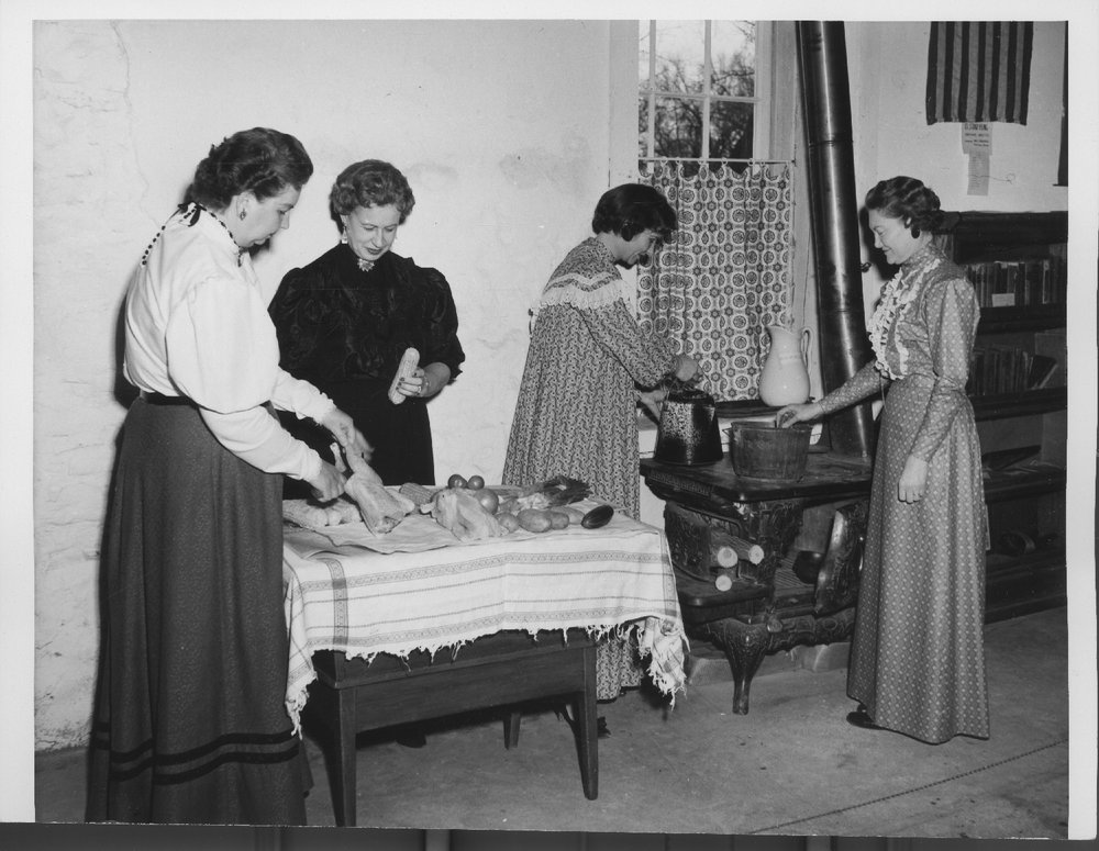 Fort Larned Sunday dinner - Preparing a meal (photo 12)