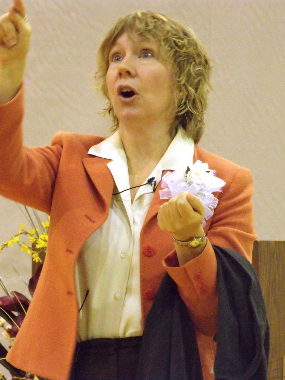 Gracia Burnham - Gracia Burnham holding an unidentified item as she is speaking.