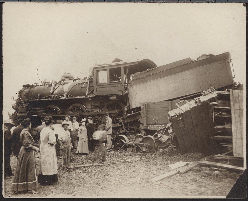 Atchison, Topeka and Santa Fe Railway wreck, Topeka, Kansas - 1