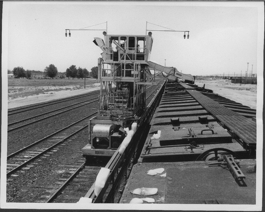 Atchison, Topeka & Santa Fe Railway Company's mechanical icing machine