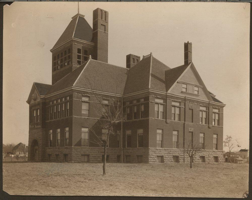 High school building in Parsons, Kansas - 1
