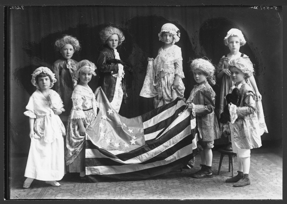 Kansas children in Colonial era costumes