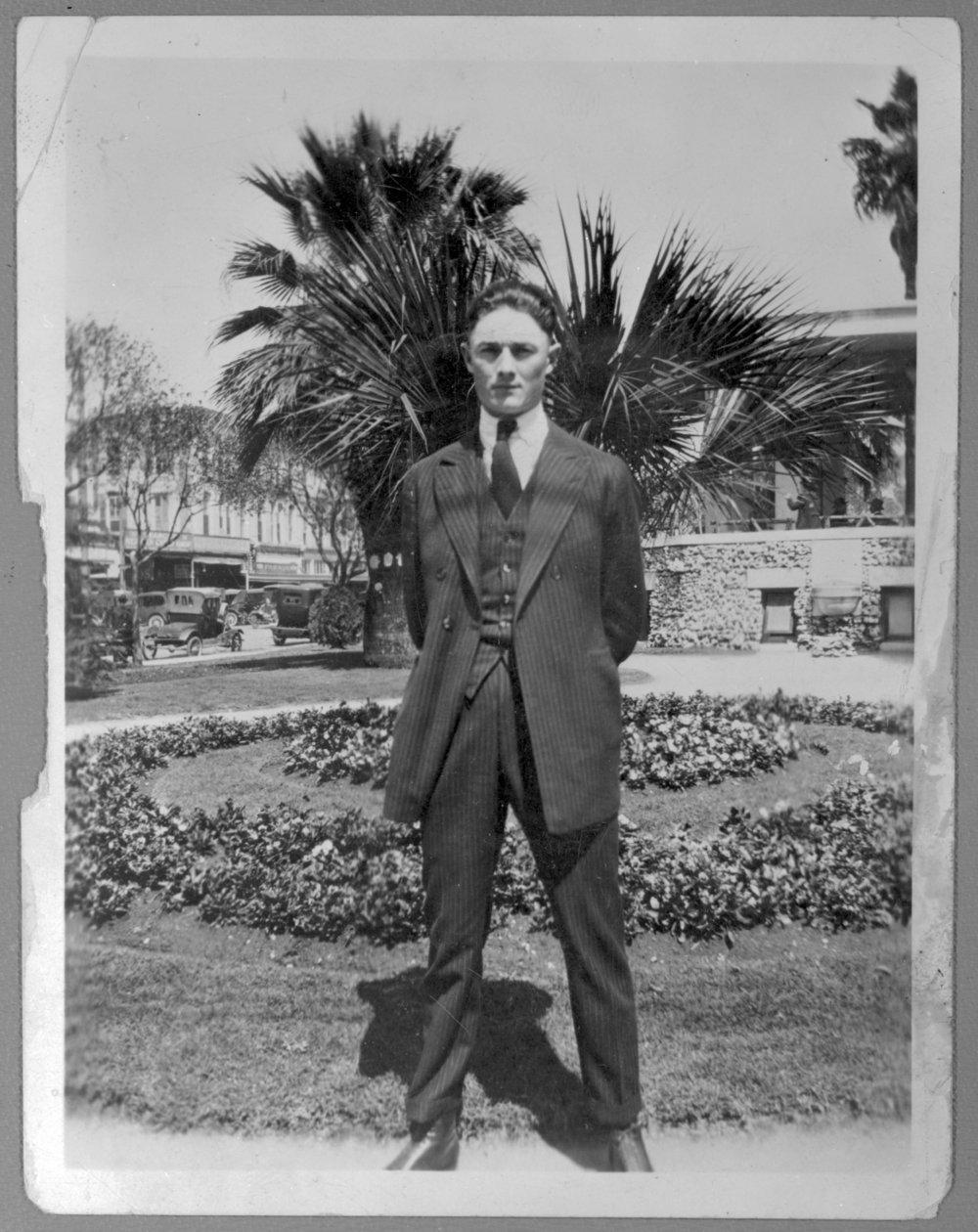 Virgil Barnes in San Antonio, Texas - Virgil Barnes. (*14)