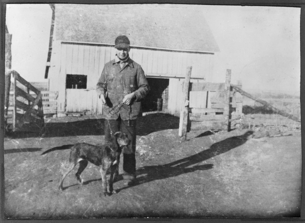 Virgil Barnes and hunting dogs - Virgil Barnes and hunting dog. (*34)