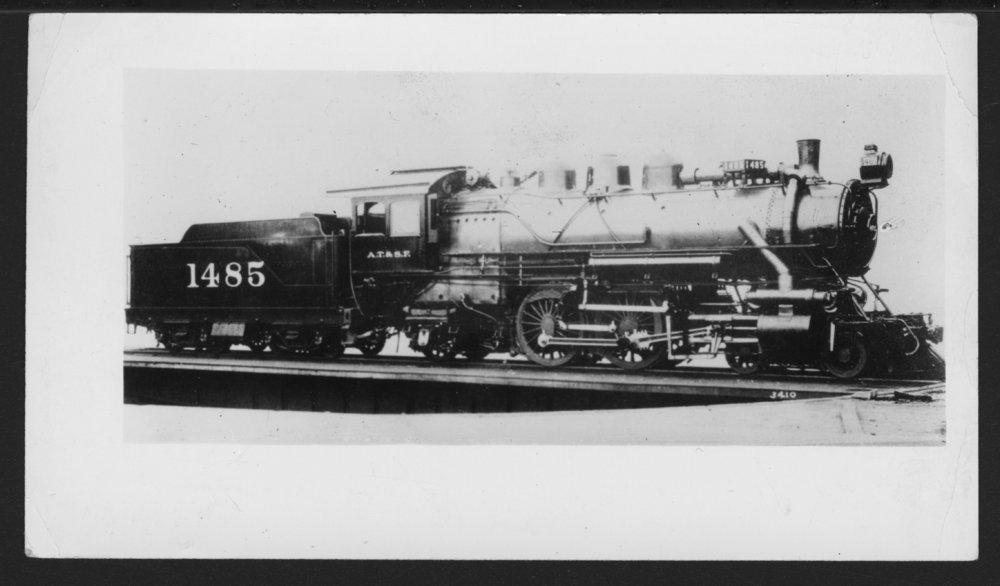 Atchison, Topeka & Santa Fe Railway Company's steam locomotive #1485 - 1