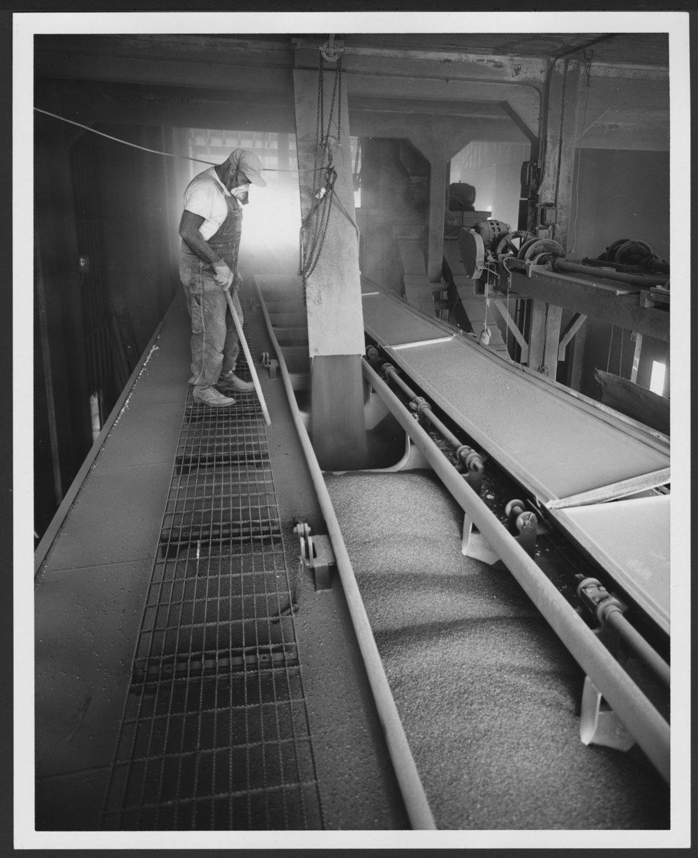 Atchison, Topeka & Santa Fe Railway Company hopper cars - 1