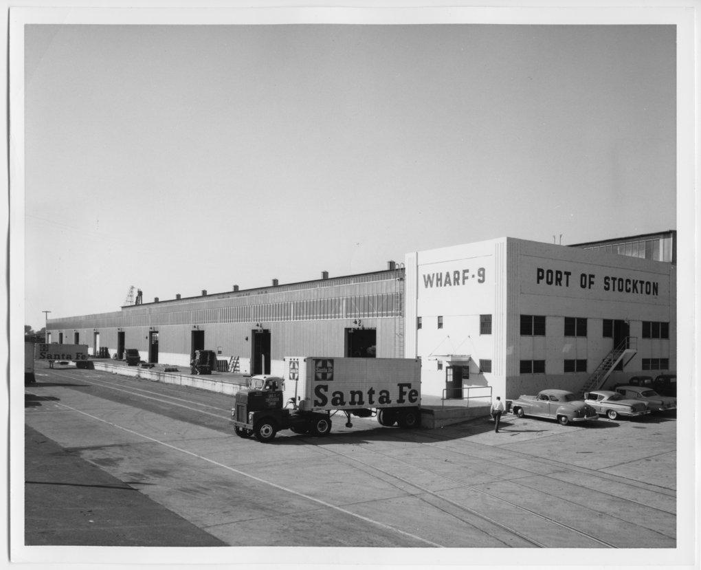 Atchison, Topeka & Santa Fe Railway Company's piggy-back trailer - 1