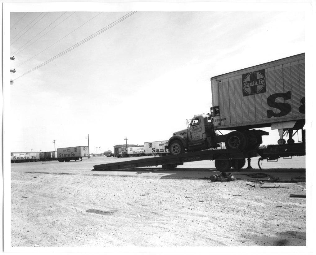 Atchison, Topeka & Santa Fe Railway Company's piggy-back facilities, Clovis, New Mexico - 1