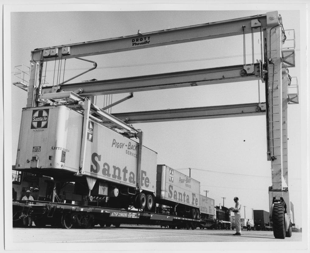 Atchison, Topeka & Santa Fe Railway Company truck trailers - 1