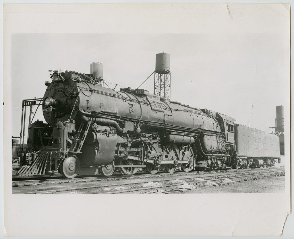 Atchison, Topeka & Santa Fe Railway Company's steam locomotive #2914 - 1