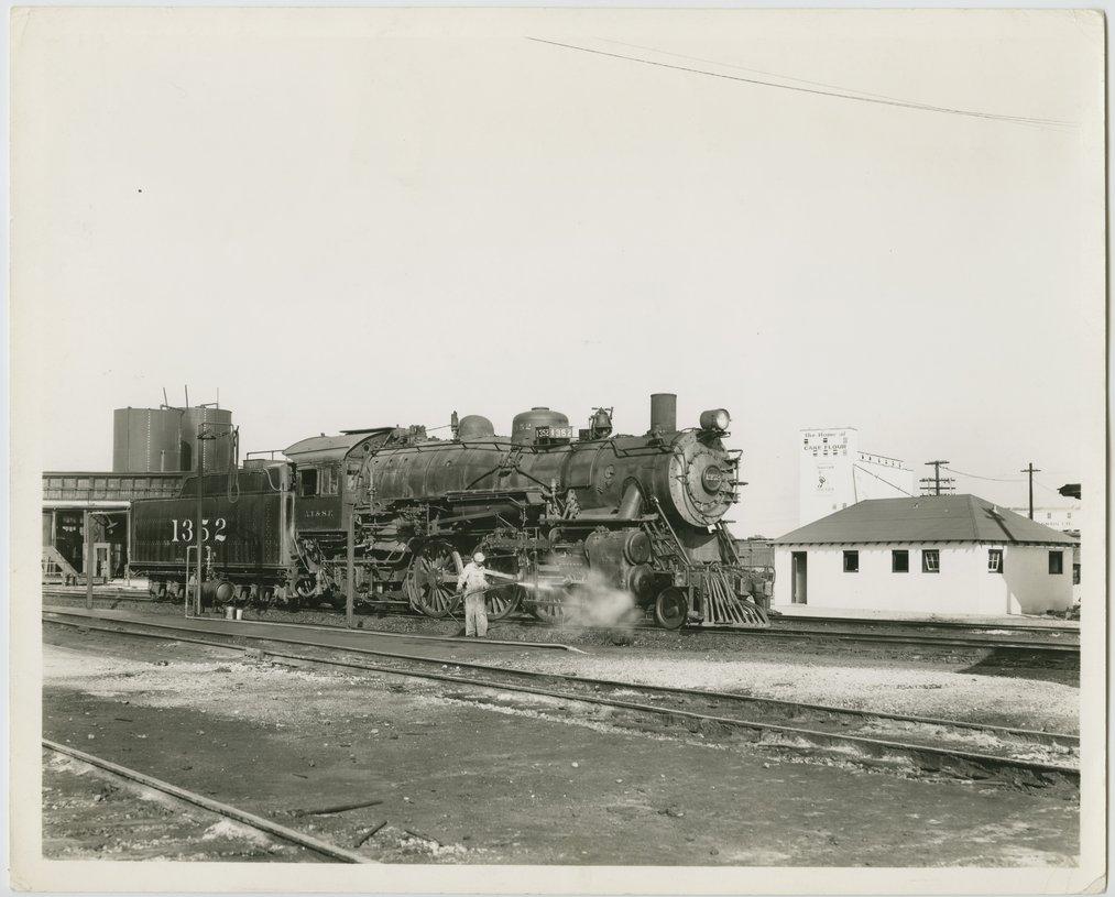 Atchison, Topeka & Santa Fe Railway Company's steam locomotive #1352 - 1