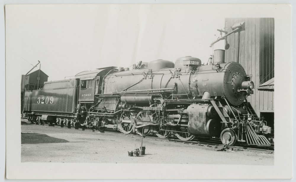 Atchison, Topeka & Santa Fe Railway Company's steam locomotive #3209 - 1
