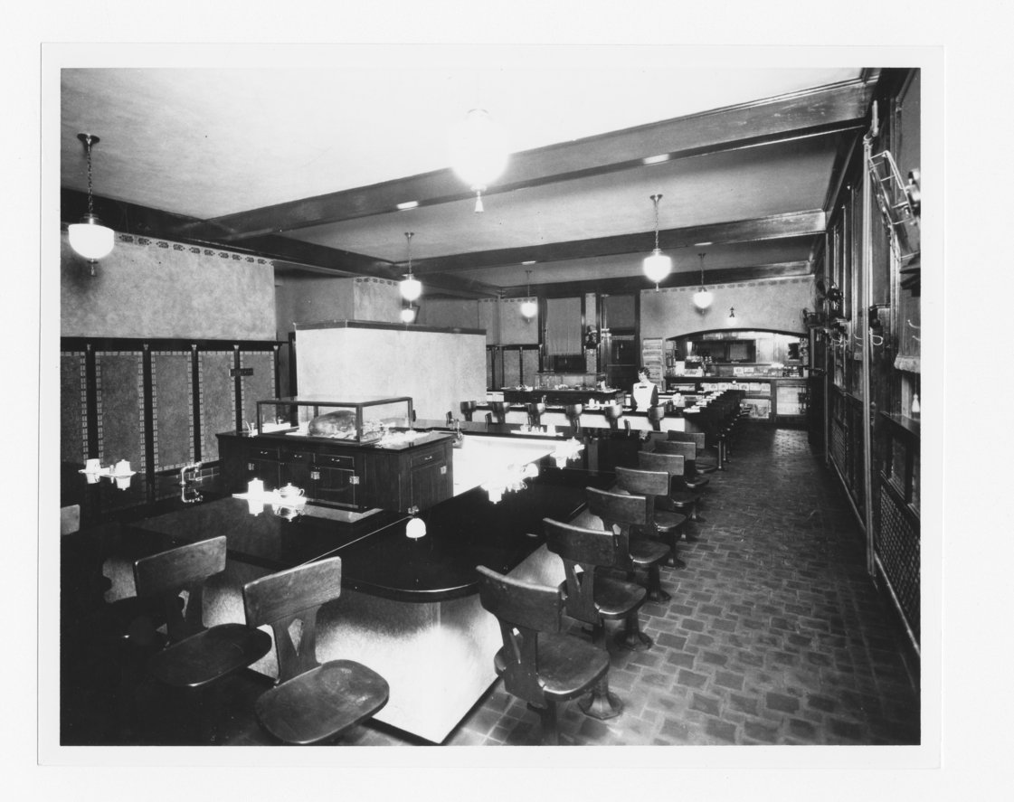 Atchison, Topeka & Santa Fe Railway Company's Fred Harvey lunch room - 1