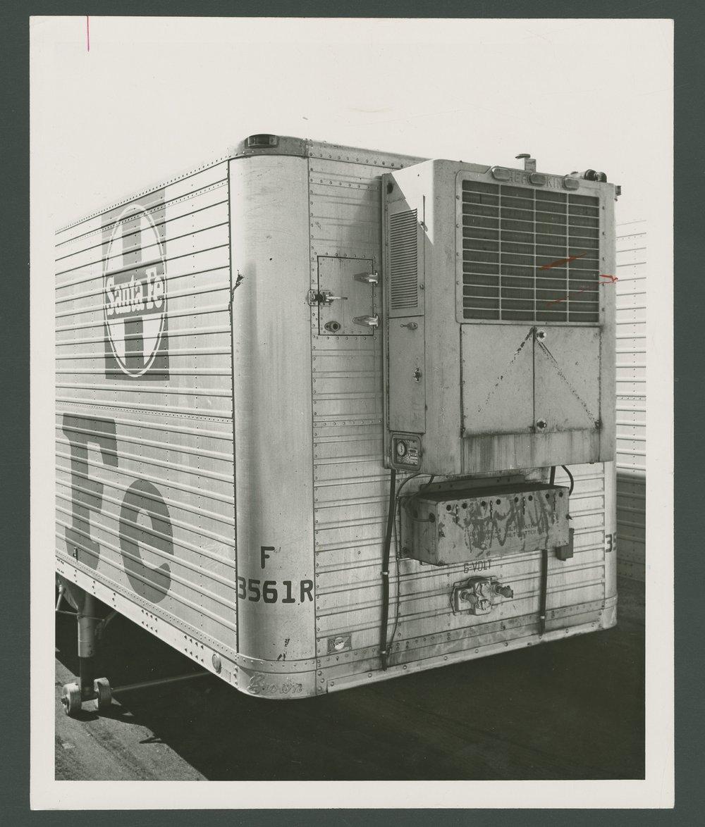 Atchison, Topeka & Santa Fe Railway Company's piggy-back trailer