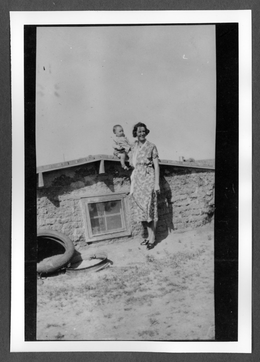 Scenes of Sherman County, Kansas - A photograph of Vida Mather Dillon with her daughter, Mickey.