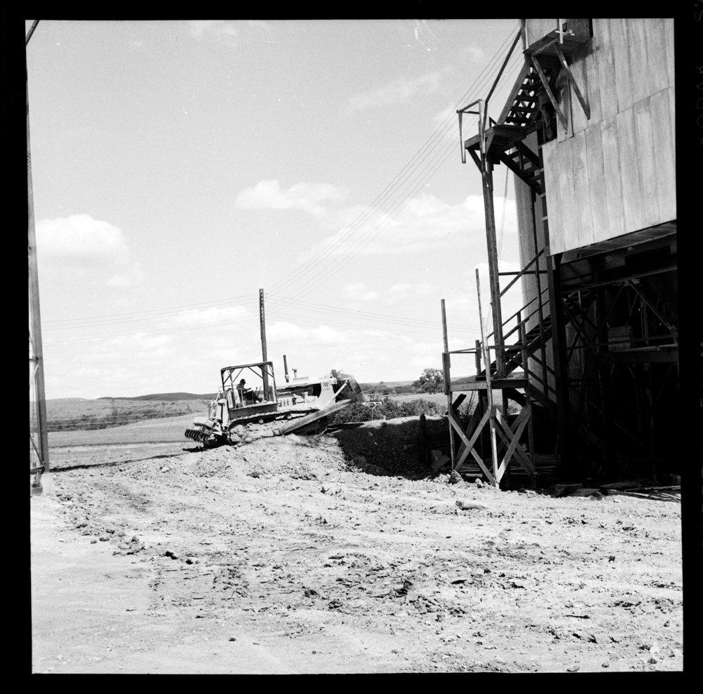 Construction of the Tuttle Creek Dam - 5
