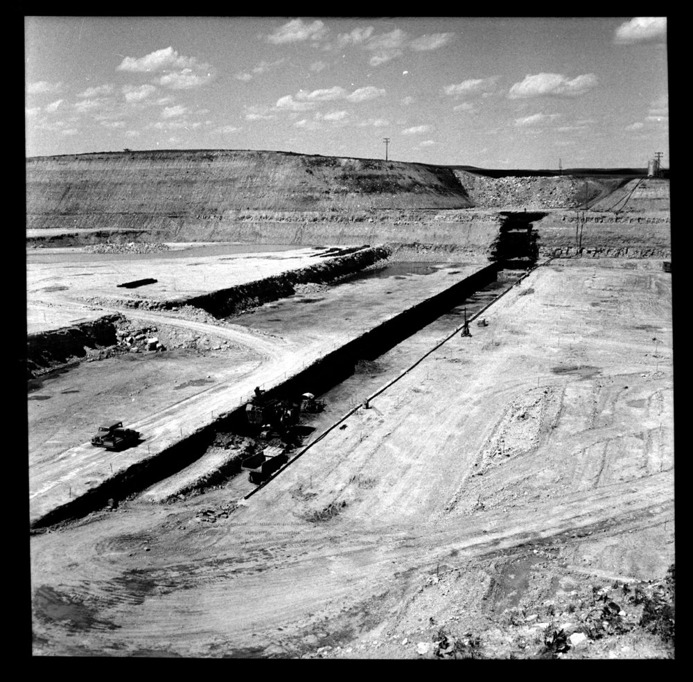 Construction of the Tuttle Creek Dam - 6