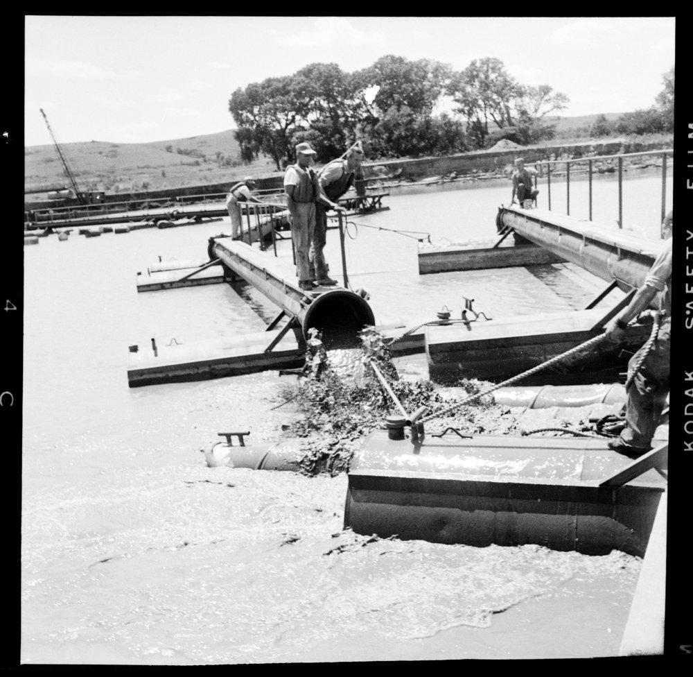 Construction of the Tuttle Creek Dam - 7