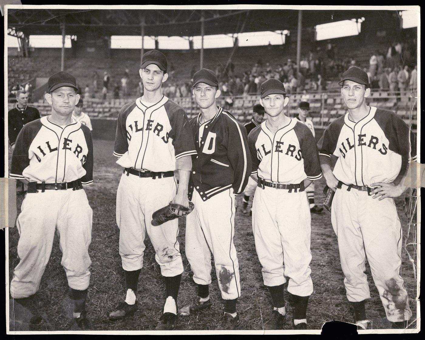 Coffman family members of the Topeka Decker Oilers baseball team