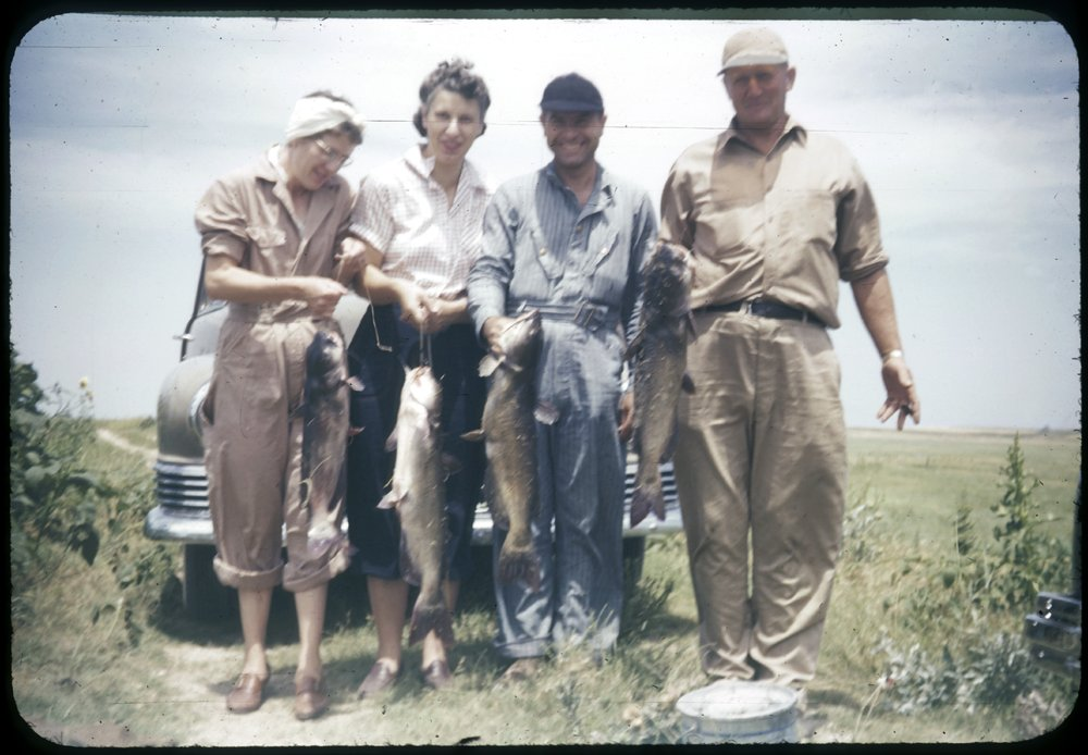 Eva Michaelis, Bertha Havel, Herbert Michaelis and Paul Havel with their fish