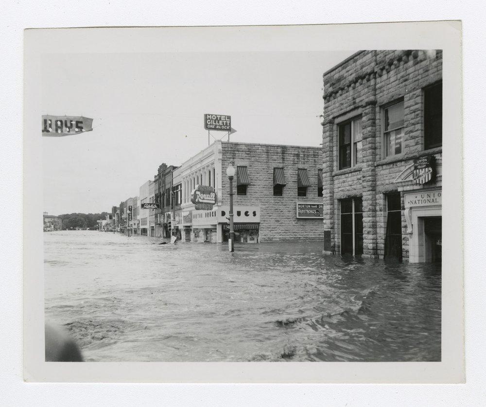 1951 flood in Manhattan, Kansas - 2 [Fourth and Poyntz]