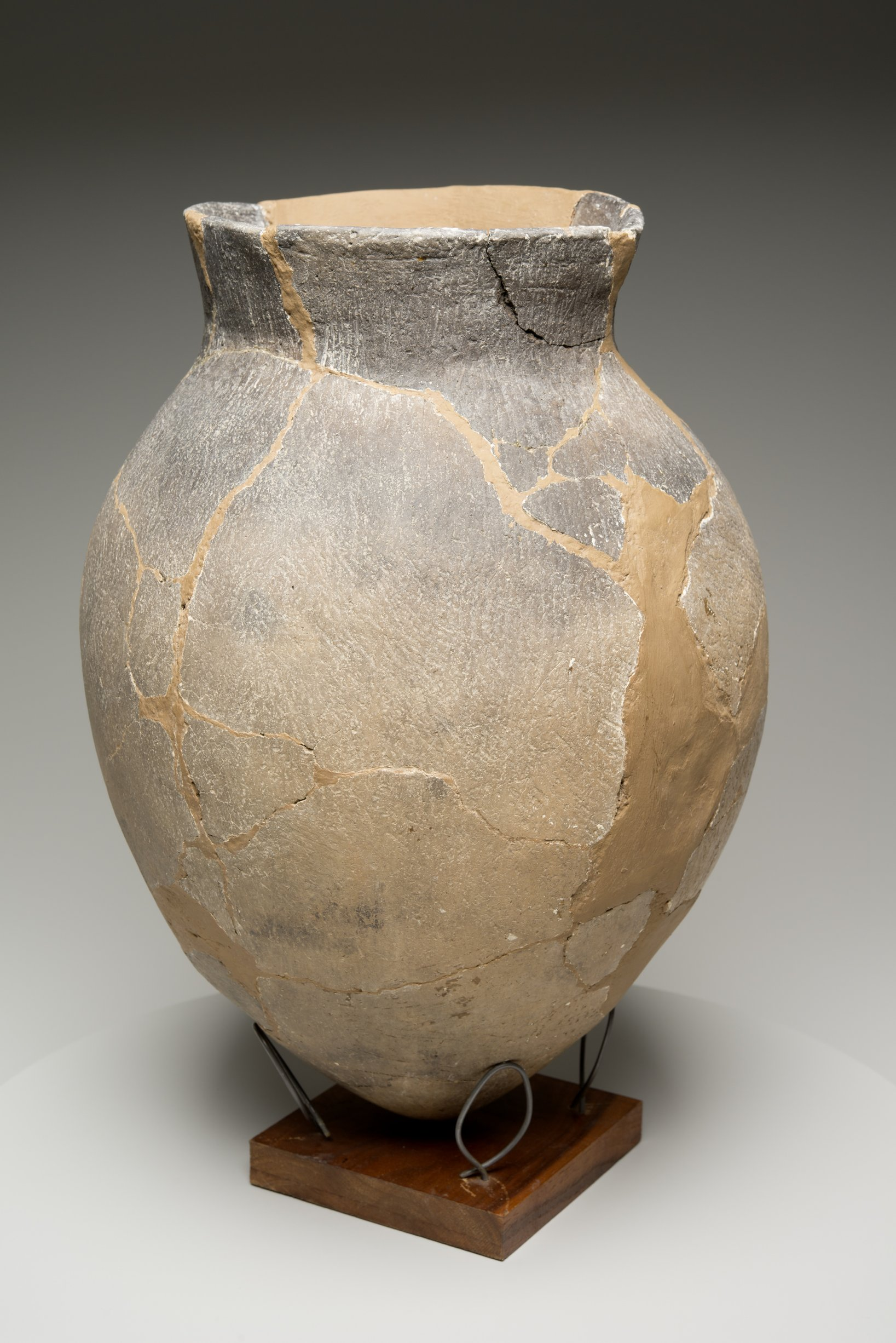 Grasshopper Falls phase Early Ceramic Vessel From the Booth Site, 14JN349 - 4