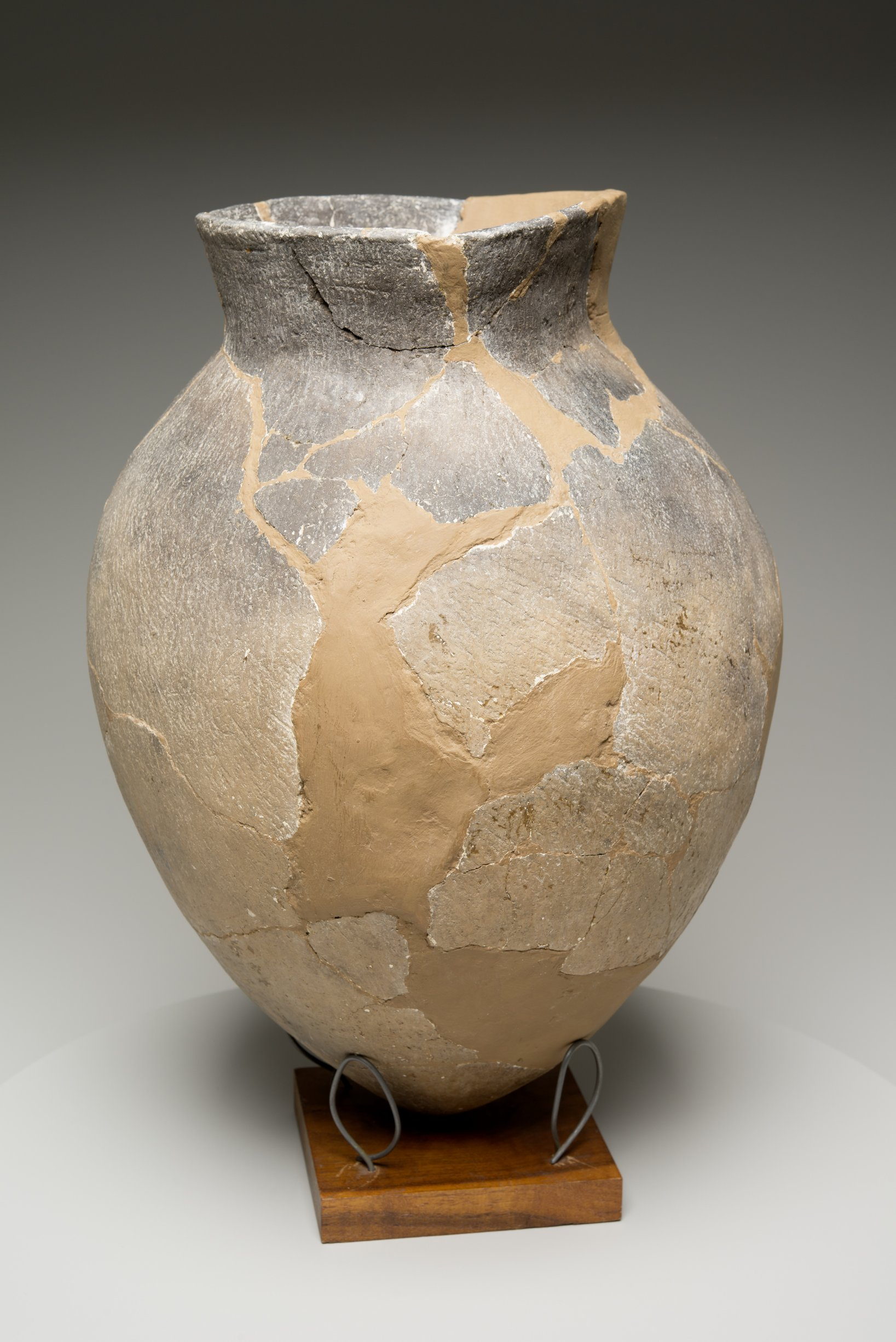 Grasshopper Falls phase Early Ceramic Vessel From the Booth Site, 14JN349 - 9