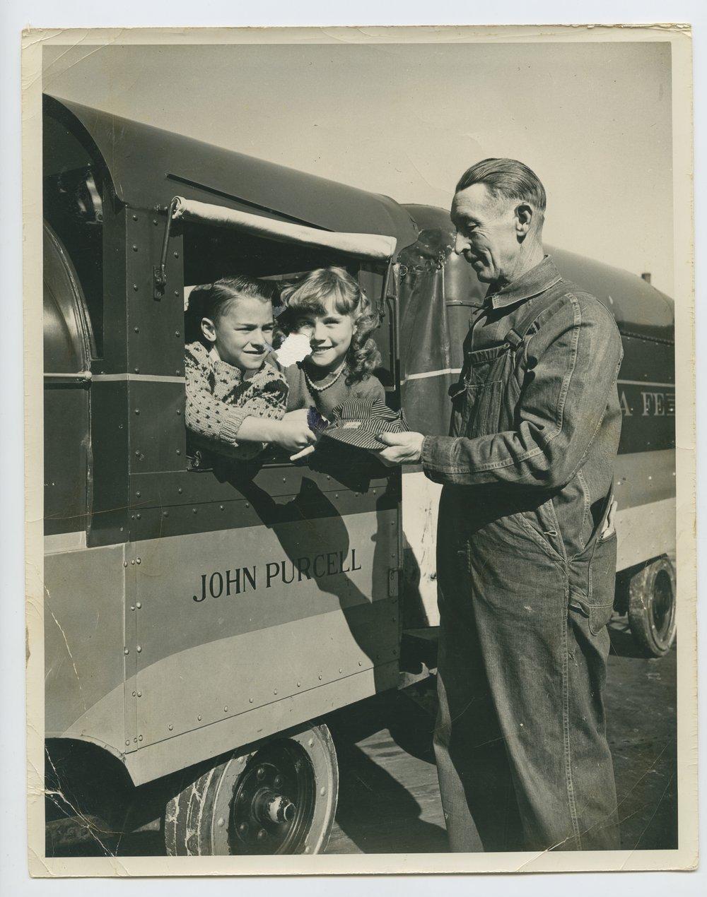 Atchison, Topeka & Santa Fe Railway's miniature train and the engineer Merle A. Benson - 10