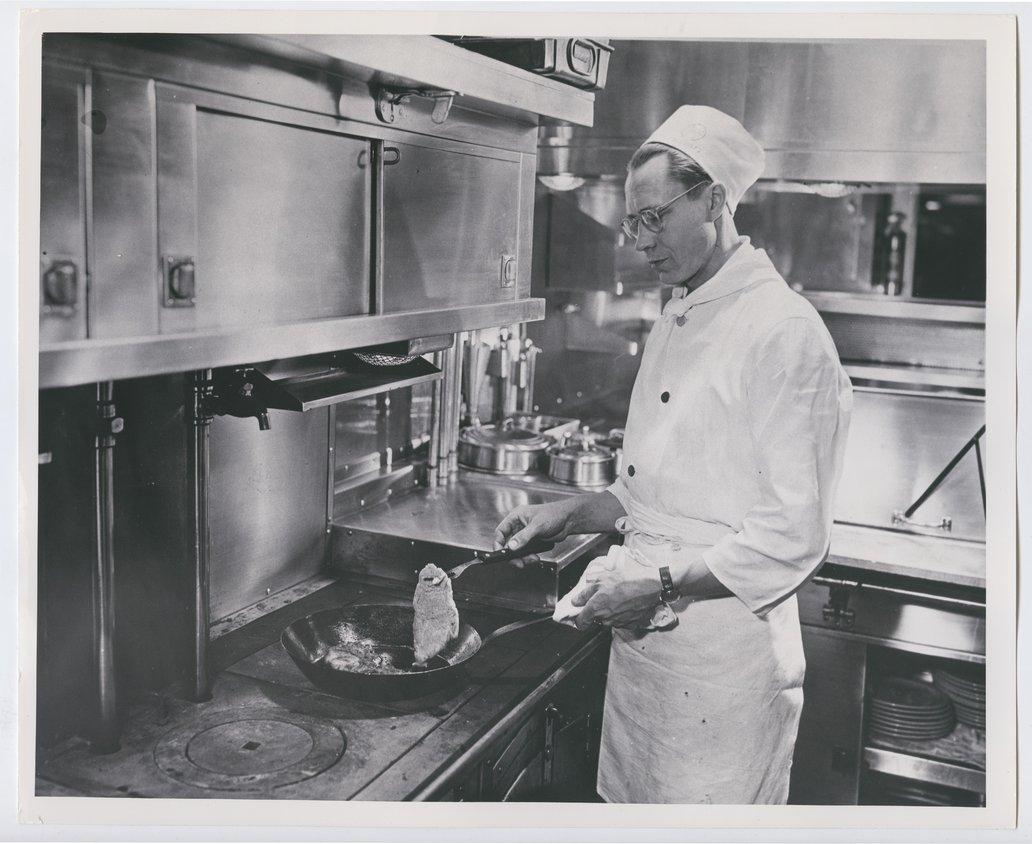 Atchison, Topeka & Santa Fe Railway Company's kitchen car - 1