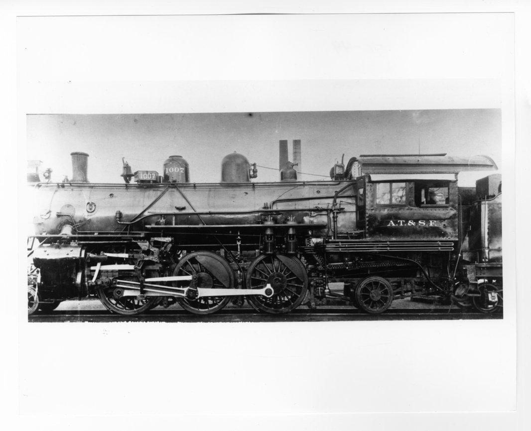 Atchison, Topeka & Santa Fe Railway Company's steam locomotive #1007 - 1