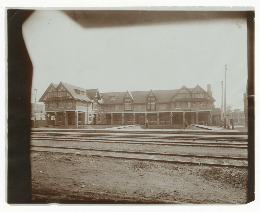 Atchison, Topeka and Santa Fe Railway Company's Fred Harvey Bisonte Hotel, Hutchinson, Kansas - 1