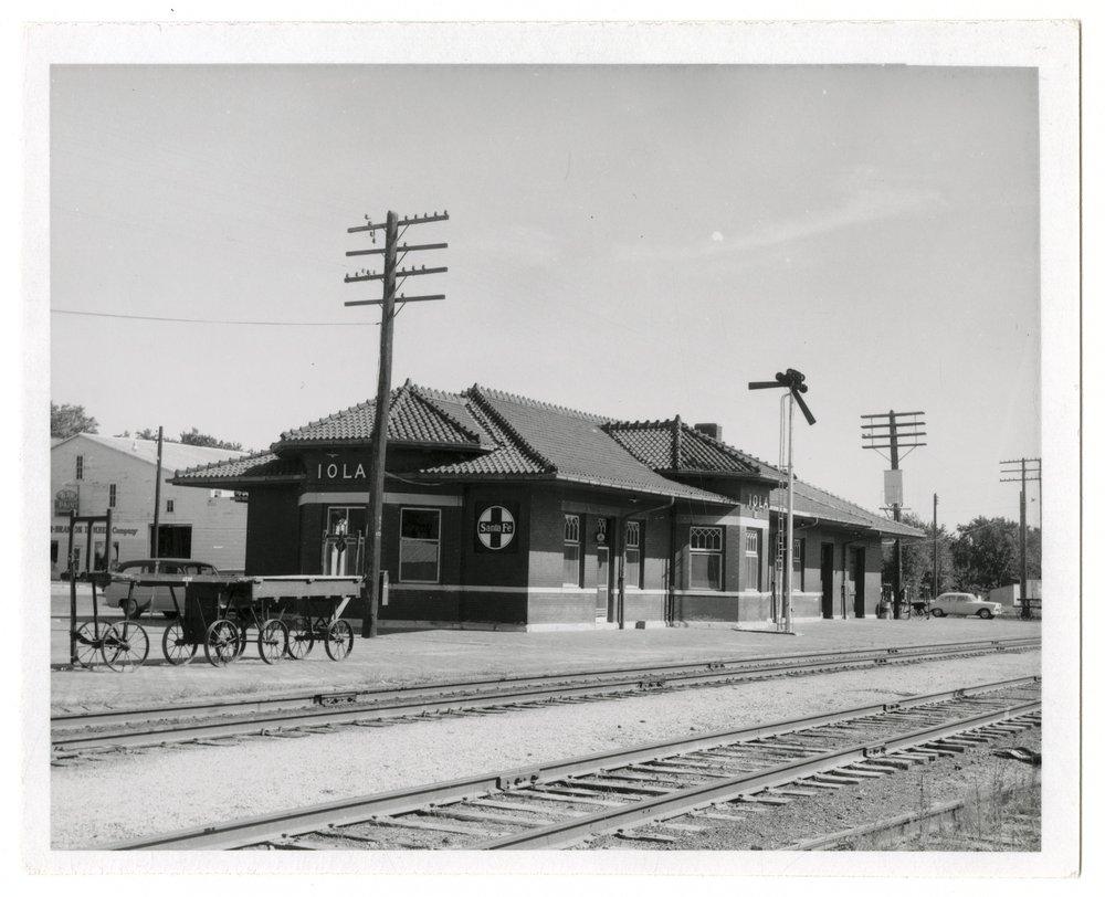 Atchison, Topeka and Santa Fe Railway Company depot, Iola, Kansas - 1