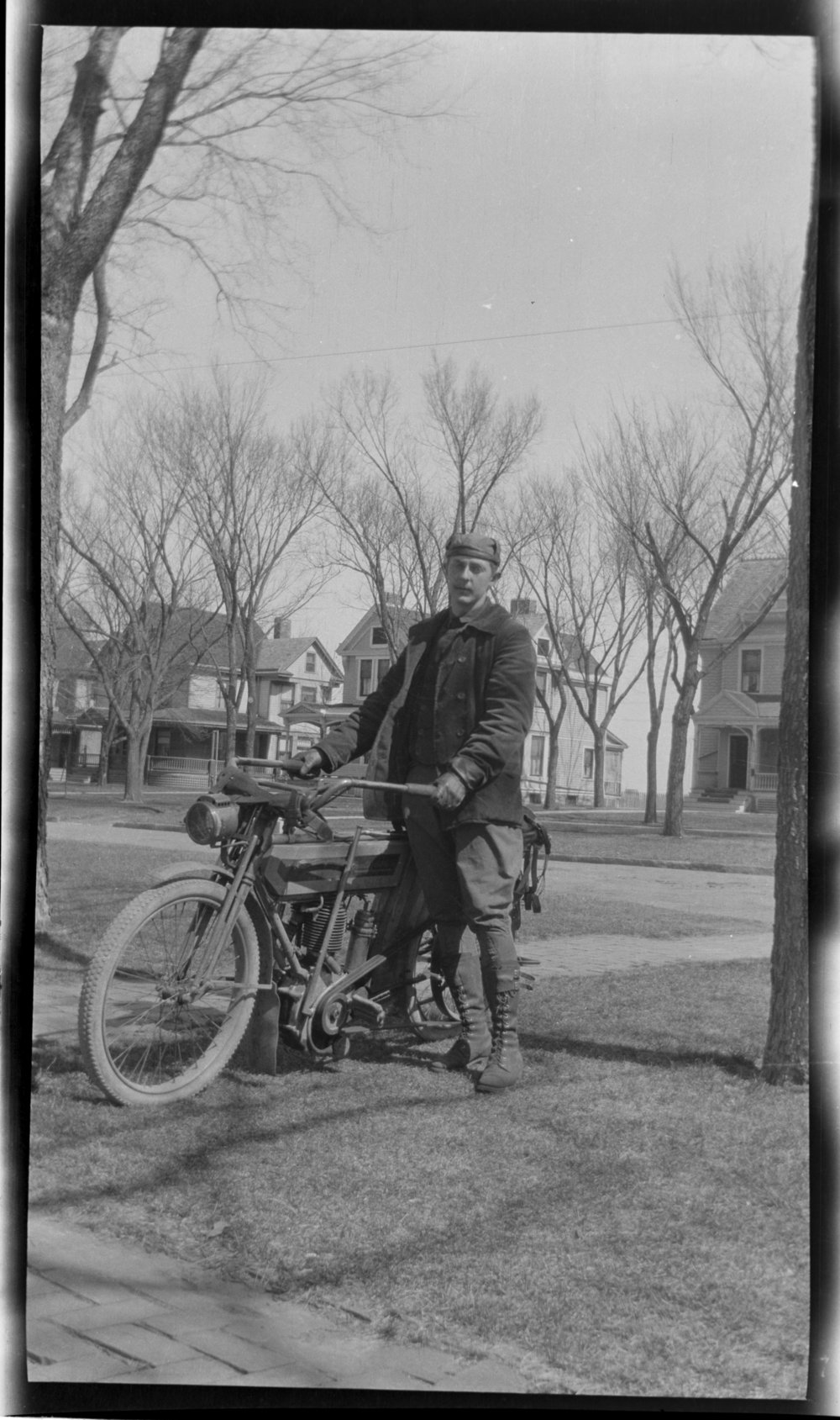 Man with Early Motorcycle, colonel test 008, JPG
