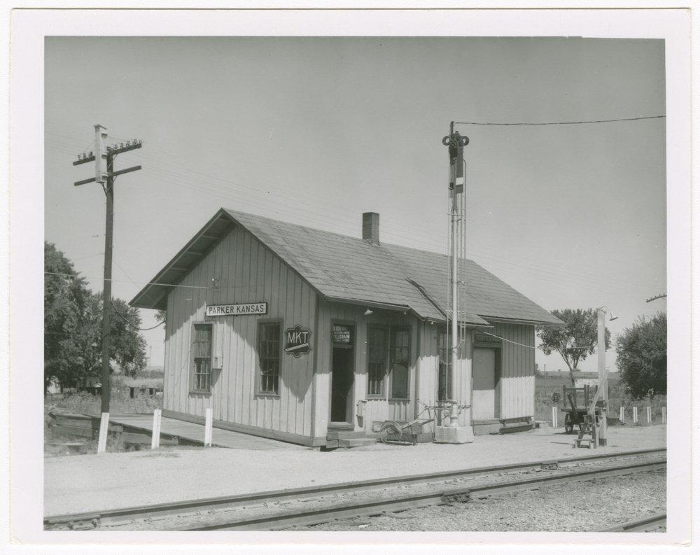 Missouri-Kansas-Texas Railroad depot, Parker, Kansas - 1