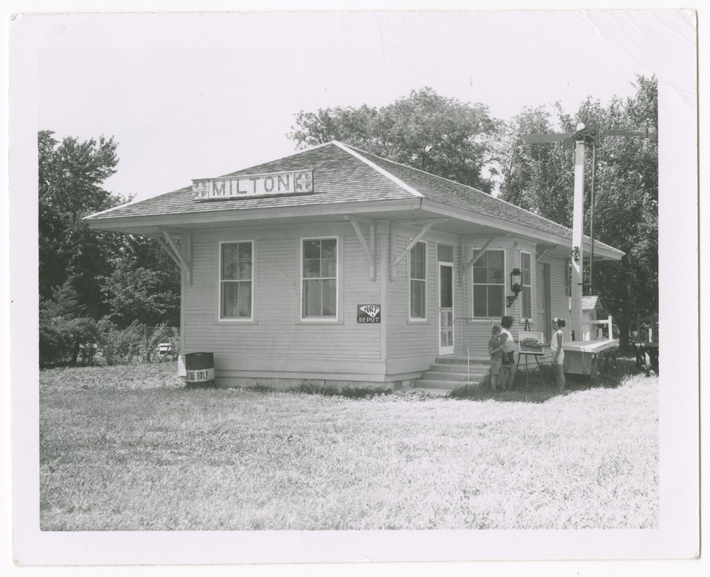 Atchison, Topeka and Santa Fe Railway Company depot, Milton, Kansas - 1