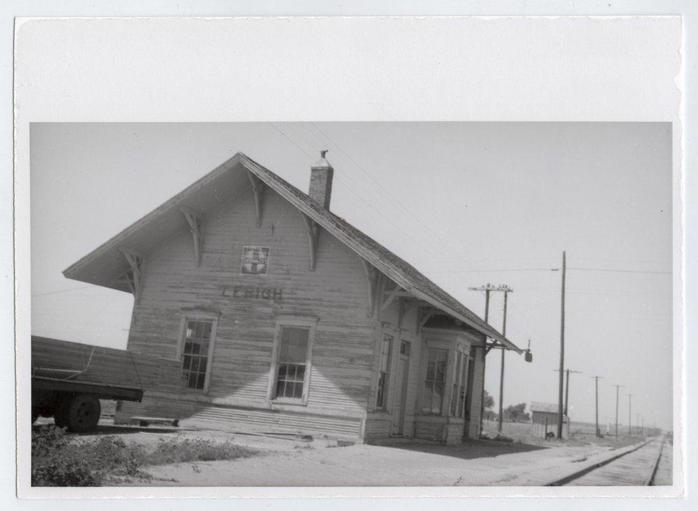 Atchison, Topeka and Santa Fe Railway Company depot, Lehigh, Kansas - 1